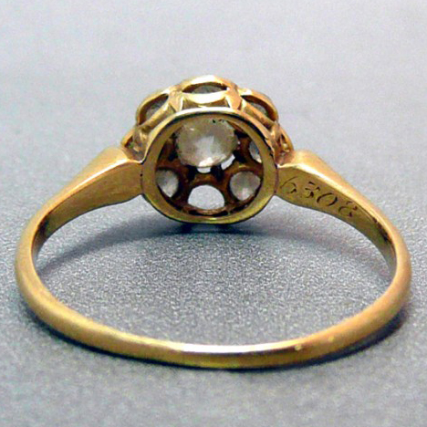 Antique yellow gold ring with a thin band